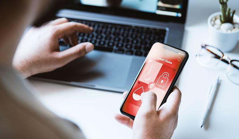 Hola Siri, ¿cuáles son los riesgos cibernéticos de trabajar desde casa?